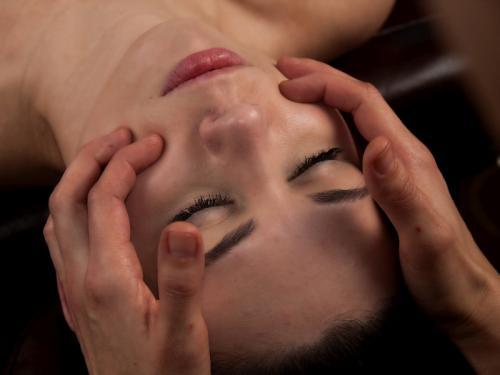 Mukhabhyanga ajurwedyjski masaż twarzy